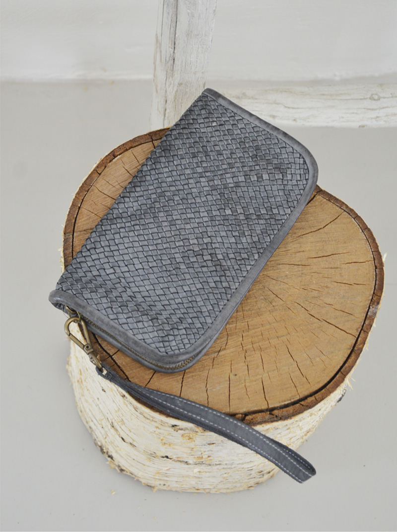 Sbrina portafoglio pelle intrecciata colore grigio anteprima.
