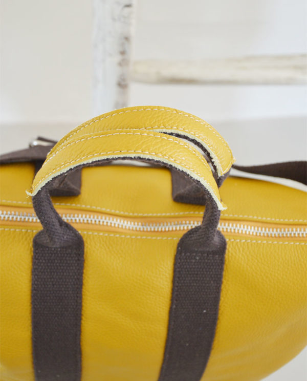Marta pelle dollaro colore giallo ocra dettaglio cerniera.