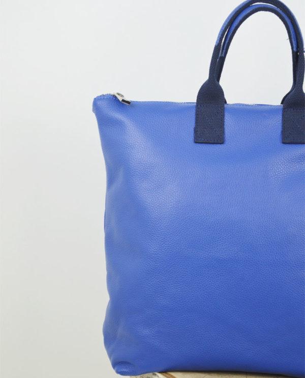 Marta 2.0 pelle dollaro colore blu elettrico dettaglio pelle.