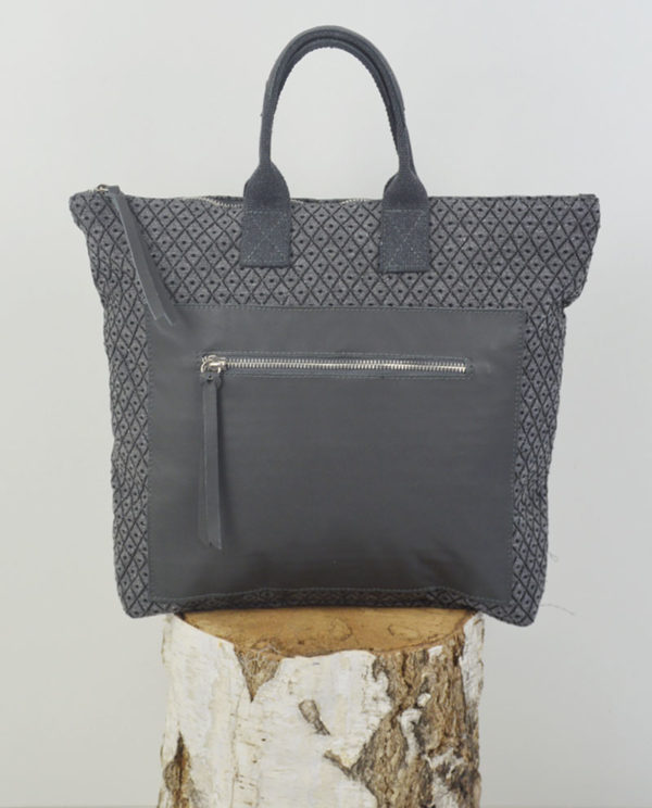 Martina cotone grigio rombi tasca savage grigia primo piano.