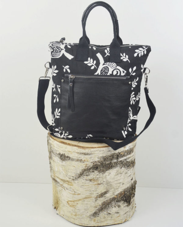Martina xs cotone nero a gufi bianchi tasca savage nera primo piano.